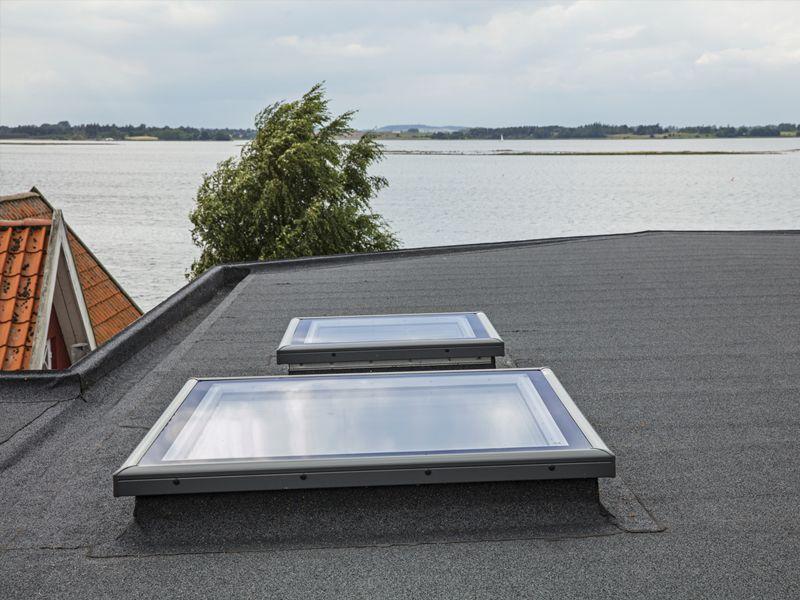 Lucernari e finestre per tetti piani velux for Velux tetti piani