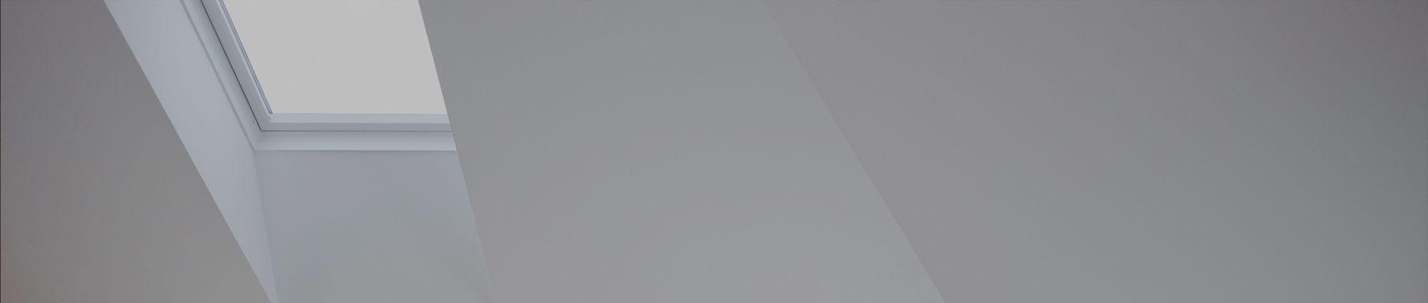 Finestre velux per tetti vendita lucernari e finestre roma for Velux finestre balcone